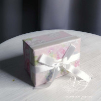 Коробка подарочная розовая