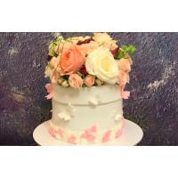 Оформление торта цветами