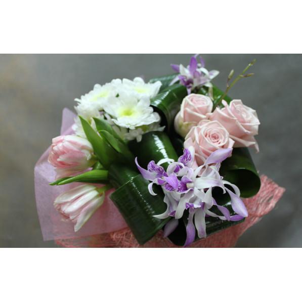 """Букет из роз и хризантем """"Весенний этюд"""""""