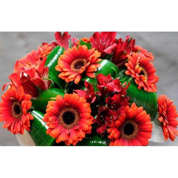 """Букет цветов """"Алые паруса"""""""